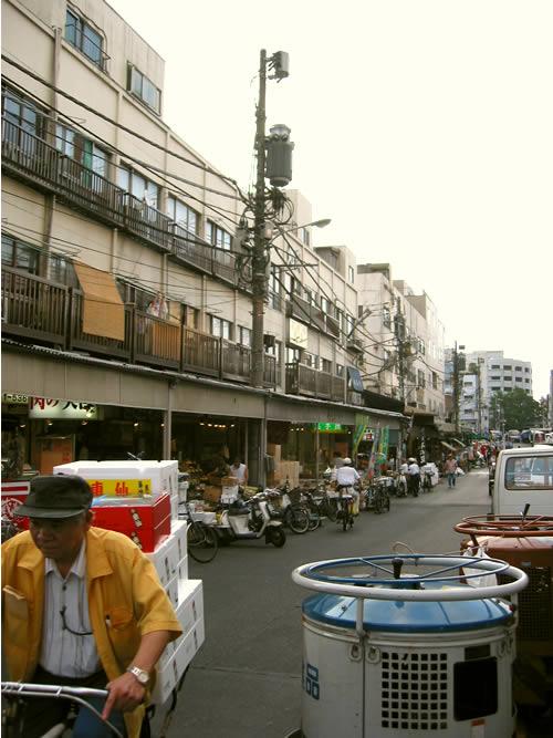 approaching_tsukiji (67k image)