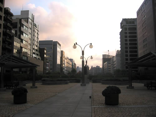 harumi-dori-morning (23k image)