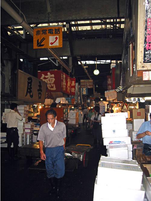 tsukiji_stalls (67k image)